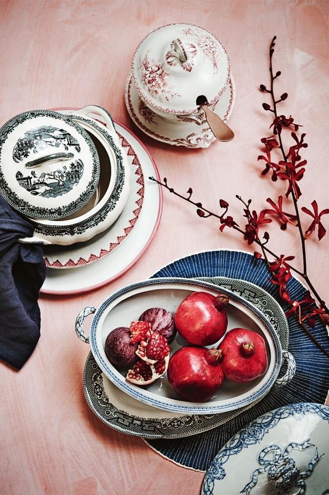 The combination of blue, white and red china makes for a beautiful and striking table display.