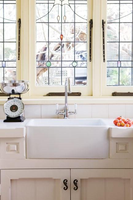 **Country kitchen** | Light pours into the kitchen through the Art Deco-style leadlight windows.