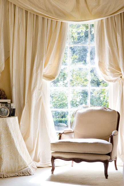 Traditional French style is a mixture of traditional silhouettes, natural materials include silk, flax (linen) and rattan, in shades of soft grey, off-white and beige.