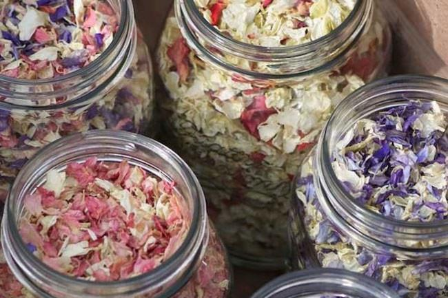 7\. Nature's confetti – mason jars filled with real petals. Image from [Great British Florist](http://www.greatbritishflorist.co.uk/catalogsearch/result/index/?p=1&q=confetti).