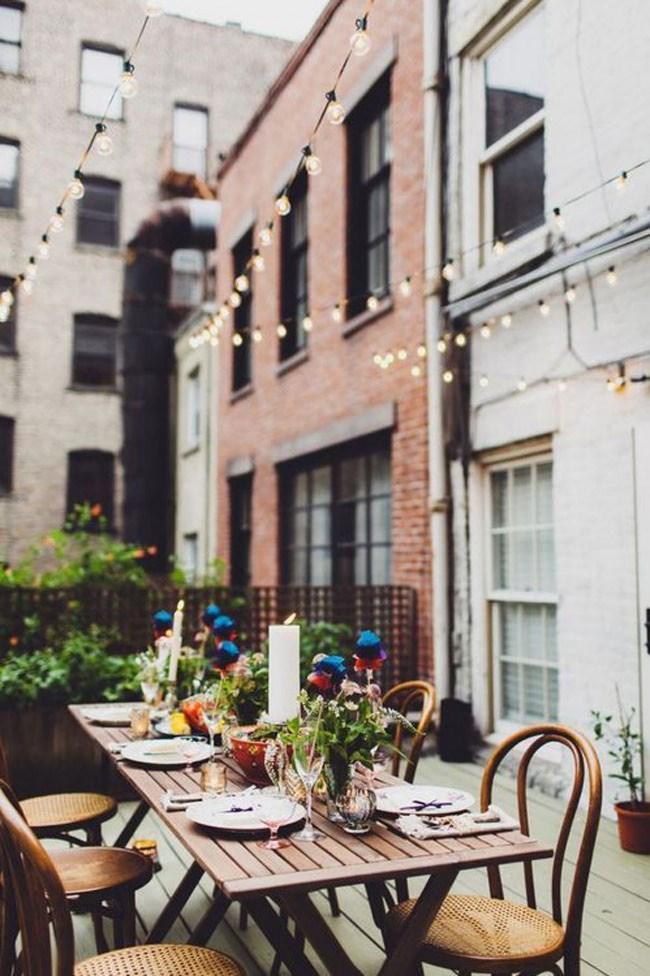 If you're blessed with more balcony space, bring a table outdoors to style an alfresco dining area. Image courtesy of [Blog Lovin](https://www.bloglovin.com/blogs/muy-bien-4491035/autumn-bliss-1812987145/link=aHR0cCUzQSUyRiUyRm11eS1iaWVuLWJsb2cuYmxvZ3Nwb3QuY29tJTJGMjAxMyUyRjEwJTJGYXV0dW1uLWJsaXNzLmh0bWw=)
