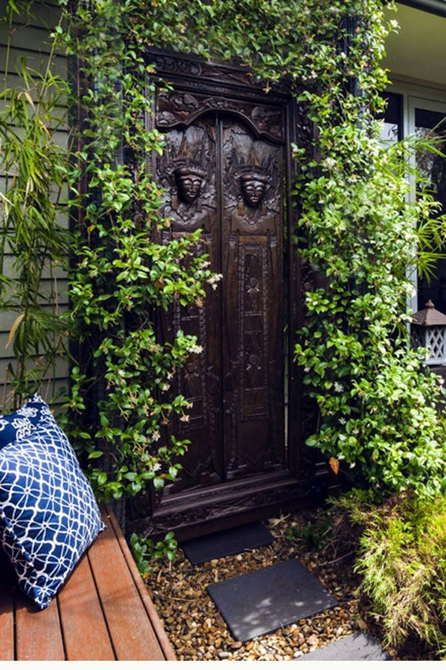 """<p class=""""p1""""><strong>4. Tribal door. </strong>Sourced from abroad, this exotic door is the main feature of this small front garden. A star jasmine creeper was planted to disguise the posts of the house and the fixing structure of the panel doors.</p>"""