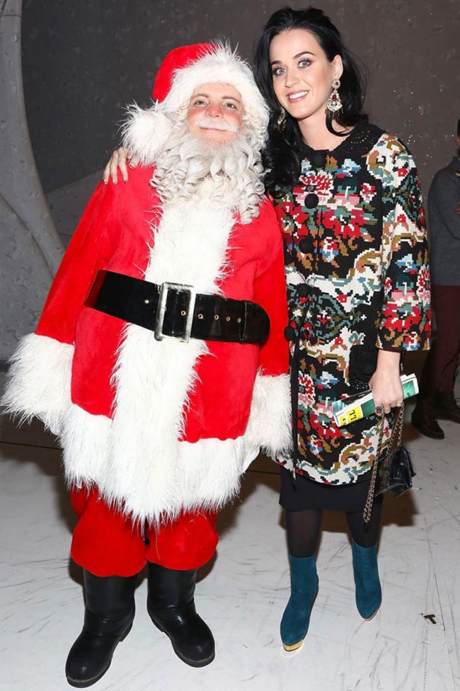 Only Katy Perry could make this festive knitted dress look vintage and chic. Well played. _Image from [Seventeen](http://www.seventeen.com/celebrity/g727/celebrities-wearing-christmas-sweaters/?slide=7)_