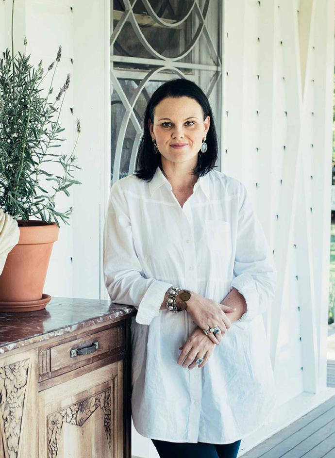 "Anna's home near Brisbane's Wellington Point is a 30 minute drive from [Black & Spiro](https://annaspirodesign.com.au/shop/|target=""_blank""