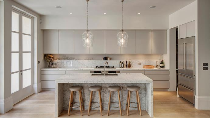 The matching marble finish on the kitchen island and splashback create a luxe feel. | Photo: Alamy