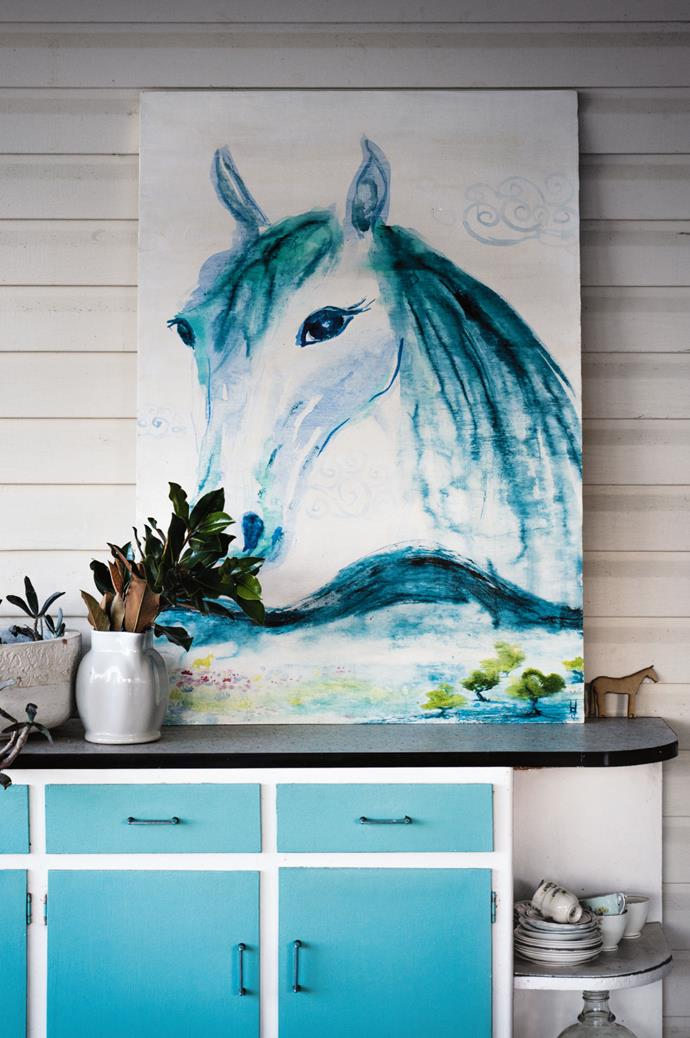 An acclaimed artist, each year Laura travels to the Melbourne Cup to paint portraits of racehorses for patrons including trainer Gai Waterhouse and Myer.
