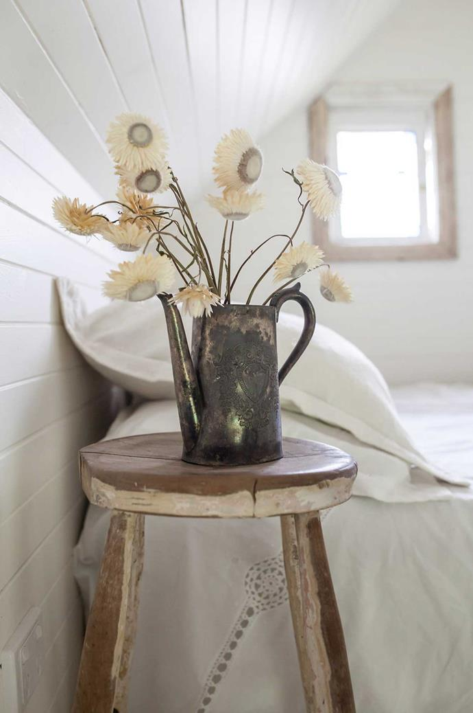 """Even the flowers here are muted and soft, to match the raw beauty of the cabin. Image courtesy of [Hunter Hunter](http://www.hunterhunter.com.au/
