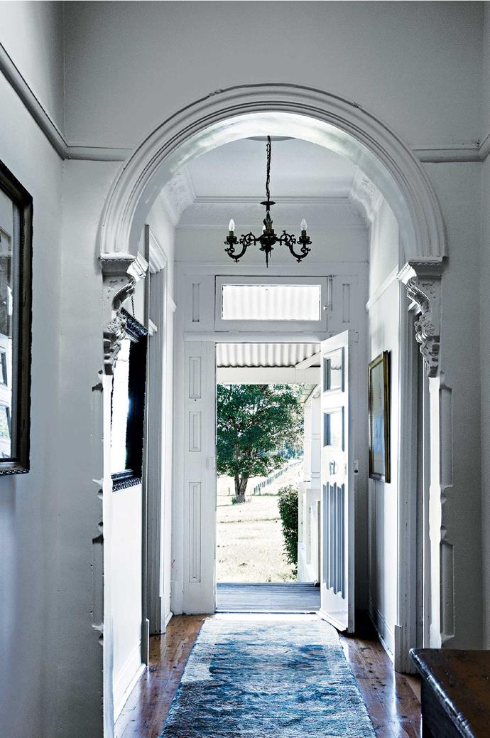 "The homestead's [light, bright entrance](https://www.homestolove.com.au/inviting-home-entrance-ideas-5928|target=""_blank"")."