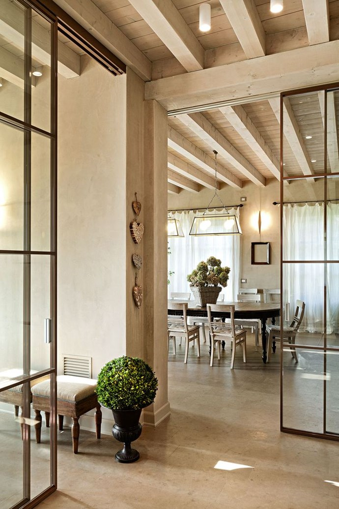 Steel windows and doors double the impression of space in a room bringing light into an interior room that doesn't have windows. 'Puertas Correderas de Cristal' windows from Leroy Merlin.