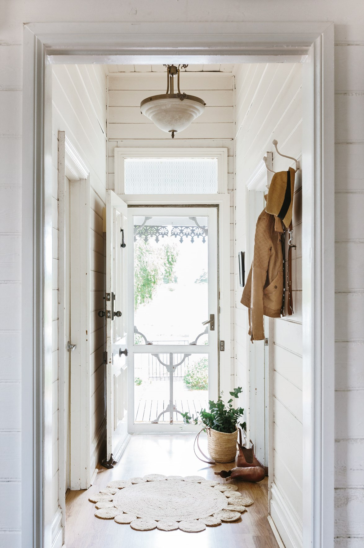 """This classic [Victorian weatherboard cottage](https://www.homestolove.com.au/victorian-cottage-interior-ideas-13773