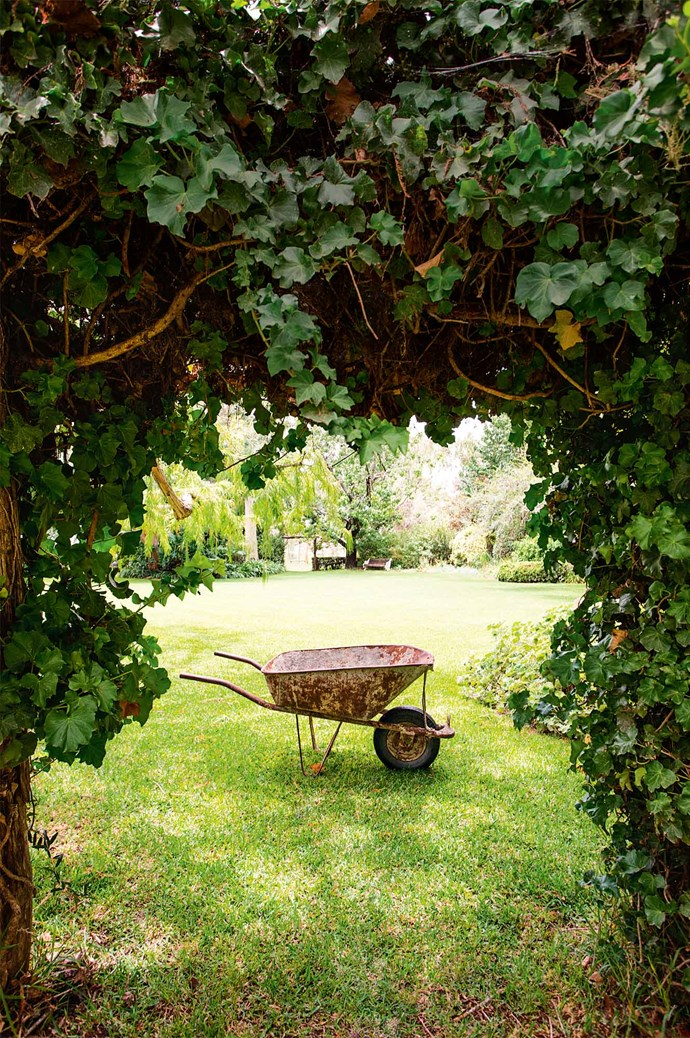 "The couple raised their daughters, Annabel and Victoria, on their bucolic property, where [ivy archways curl](https://www.homestolove.com.au/the-best-climbing-plants-and-how-to-grow-them-5423|target=""_blank""). ""It was very special watching the girls discover the same nooks and hidey-holes as my brothers and I did,"" Hugh says."