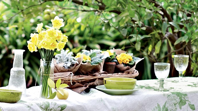 With spring in our midst, there is no better time to start thinking about outdoor dining. Here are five fresh ideas to create the right mood for an afternoon of warm weather and good company. | Photo: Lisa Cohen