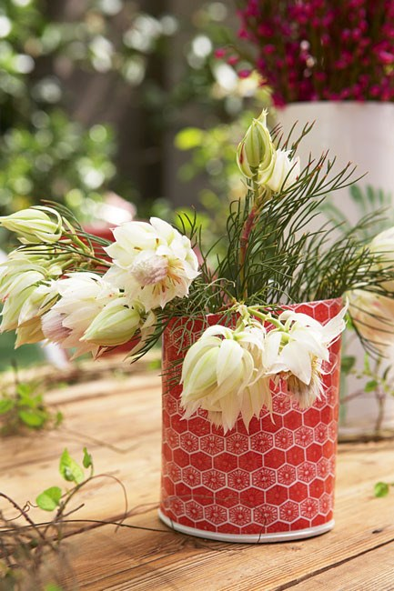A red patterned container with a simple floral arrangement adds cheer to the festive season.  **More Christmas decorating ideas:**  \* [Christmas decorating outdoors](http://www.homelife.com.au/homes/galleries/christmas+decorating+outdoors,11765)   \* [Colourful Christmas decorating](http://www.homelife.com.au/homes/homewares/colourful+christmas+decorating,4024)   \* [5 Christmas table settings](http://www.homelife.com.au/homes/galleries/five+christmas+table+settings,11683)  More great ideas on our [Facebook](http://www.facebook.com/homelife.com.au) page or find us on [Pinterest](http://pinterest.com/homelifecomau/). | Photo: Sam McAdam-Cooper