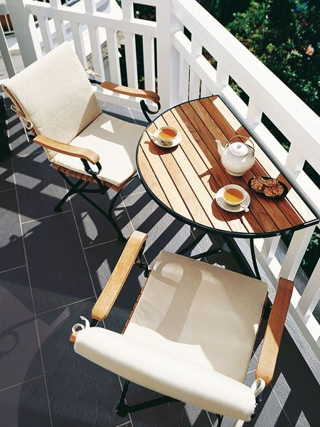 Don't have enough room for a full table? No worries. This drop-leaf table provides ample space for outdoor dining, without taking up too much space on the balcony. Image courtesy of [Wunderweib.de](https://au.pinterest.com/pin/566890671826546794/).