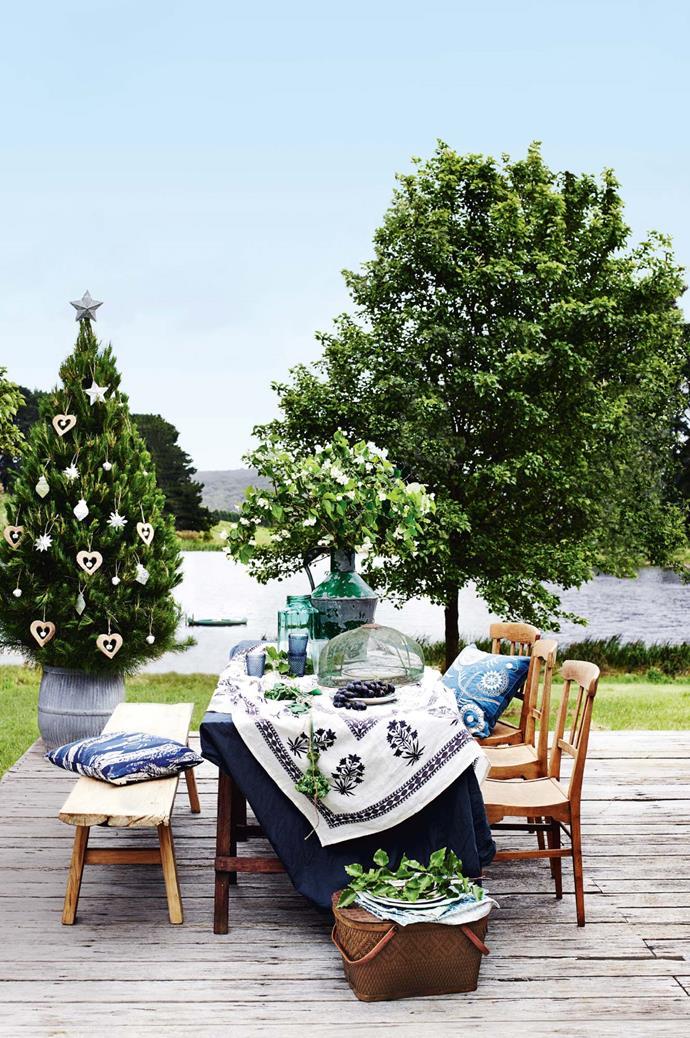Take your Christmas outside for a festive backdrop.
