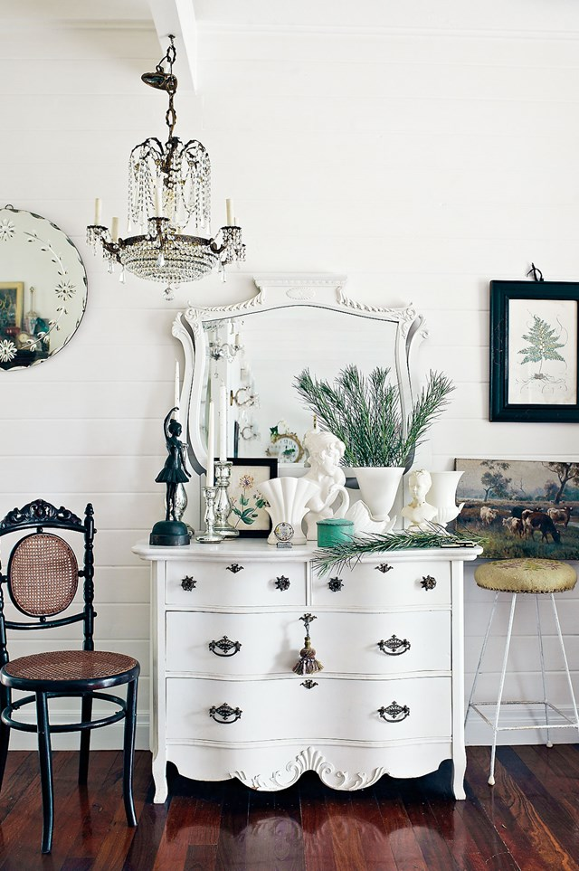 "Timeless antiques add character to a [shabby chic home in Mount Tamborine](https://www.homestolove.com.au/shabby-chic-home-in-mount-tamborine-12236|target=""_blank"")."