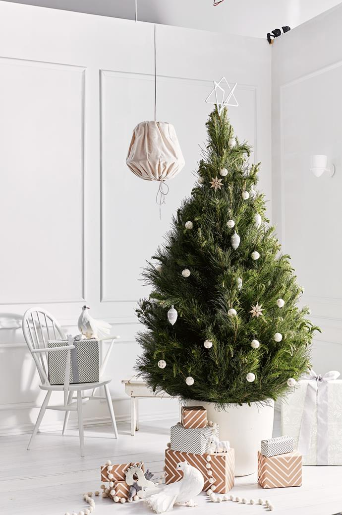 "One of the simplest ways to [decorate your Christmas tree](https://www.homestolove.com.au/christmas-tree-decorating-tips-2611|target=""_blank"") is with a neutral palette. Forget combining colours or adding vibrant patterns — pare it all right back with crisp white decorations, like we've done here."