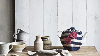 How to knit a striped tea cosy