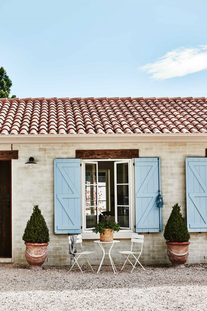"**Start with the exterior**<P> <p>Potted topiary, a terracotta-tiled roof and blue shutters ooze French provincial style at [The French House in Trentham](https://www.homestolove.com.au/french-provincial-farmhouse-trentham-12156|target=""_blank"").<p> <P>*Photo: Lisa Cohen*"