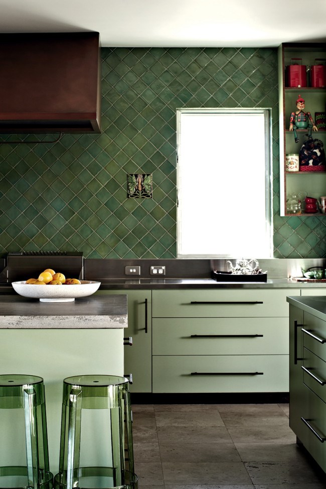 Jo chose Italian tiles for the kitchen. | Photo: Sharyn Cairns