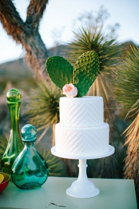 Take style cues from nature and match your glassware in similar shades green and blue. Image via [Happy Wedd](http://happywedd.com/)