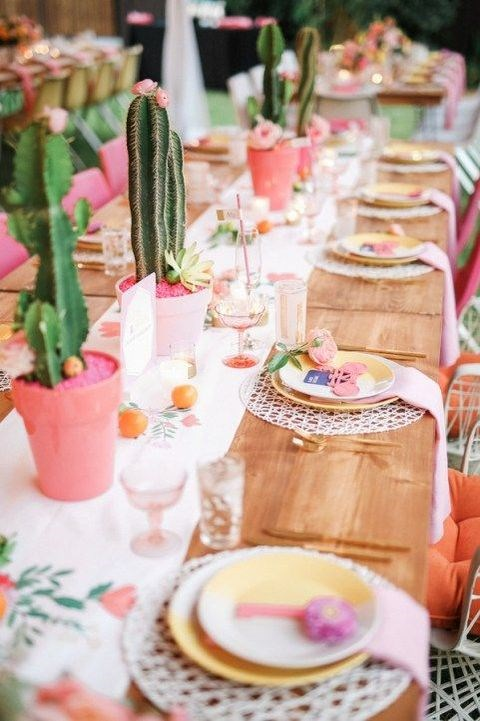 Giving pots a fresh coat of paint will bring a bright burst of colour to a table setting. Image via [Happy Wedd](http://happywedd.com/)