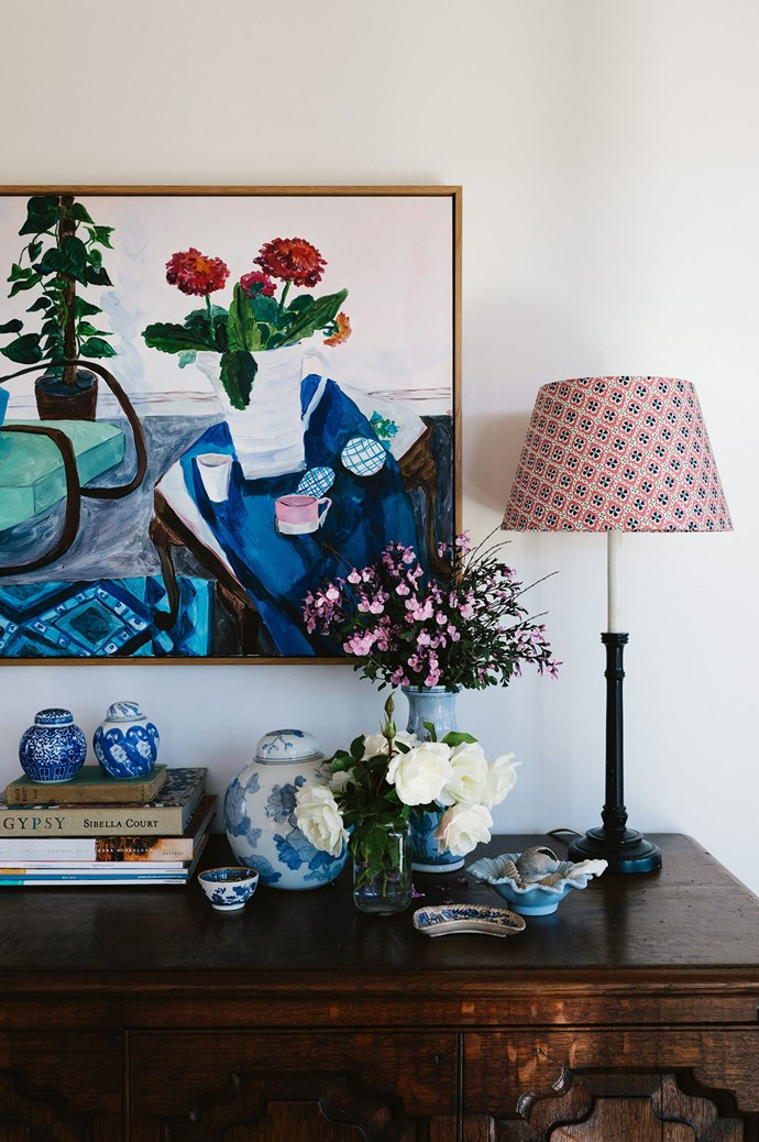 """I sometimes change my bases and shades to freshen the look,"" says Susan, who enjoys using preloved lamp bases and colourful patterned fabrics (such as this lampshade from [Anna Spiro Textiles](https://www.annaspirotextiles.com.au/)) to create something unique. An Elizabeth Barnett painting hangs above her English oak coffer, salvaged from a Toowoomba antique shop. 