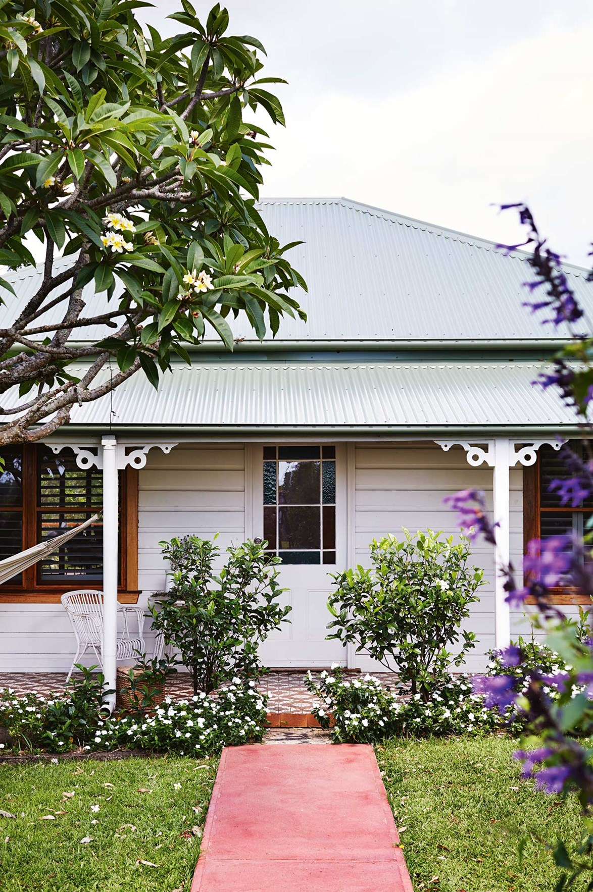 "The [quaint facade](https://www.homestolove.com.au/quaint-cottage-facades-19105|target=""_blank"") of the 100-year-old cottage has been beautifully restored, while an extension has been added to the rear of the home."