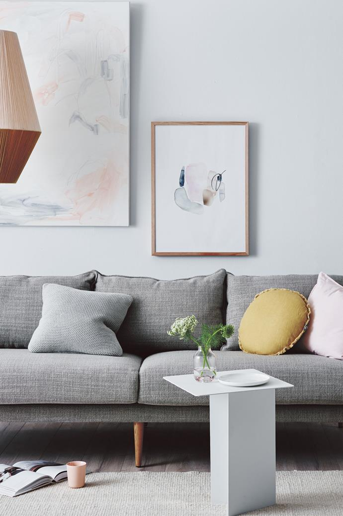 7. Have all your cushions in the same regimented size can look very formal. Combine cushions of different sizes and shapes such as oval or oblong to create a more homely and welcoming look. | Photo: Lisa Cohen
