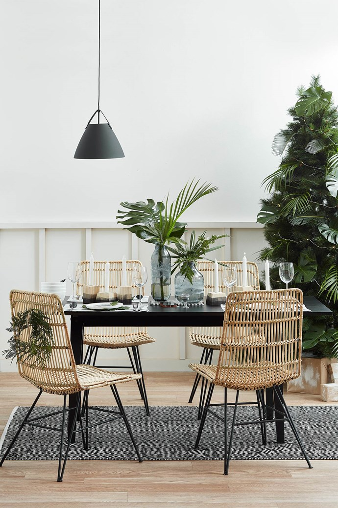 3\. MODERN MEAL: Modern-meets-Palm-Springs with bold black, on-trend rattan accents and palms for added greenery. These dinner guests love a Christmas meal with a modern touch, summery cocktails and a snooze on the couch to follow. WHAT'S ON THE TABLE: [Linen placemats](https://www.templeandwebster.com.au/Dove-Vintage-Stripe-Placemats-550306947-AUTE1192.html?sku=AUTE1192&event_id=10542) and a palm at each place setting are topped with [simple white dinnerware](https://www.templeandwebster.com.au/Noritake-Marc-Newson-by-Noritake-20-Piece-Dinner-Set-M412-G20-NORM2972.html?sku=NORM2972&event_id=10542) and [black cutlery](https://www.templeandwebster.com.au/Cutlery-Sets-C1811880.html) sitting beside [timeless glassware](https://www.templeandwebster.com.au/Noritake-IVV-Vizio-White-Wine-Glass-IVV6500.1-NORM1918.html?sku=NORM1918&event_id=10542). A pared-back Christmas tree adorned with lights and an abundance of palm leaves completes this look of elegant simplicity. | Photo: Temple & Webster