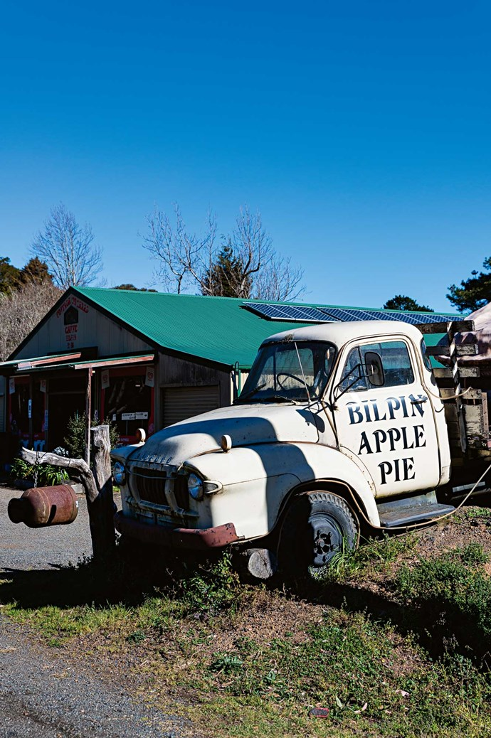 Fresh produce stalls at Bilpin allow you to pick-your-own fruit. Many also sell locally made apple pies. Discover them as you travel.
