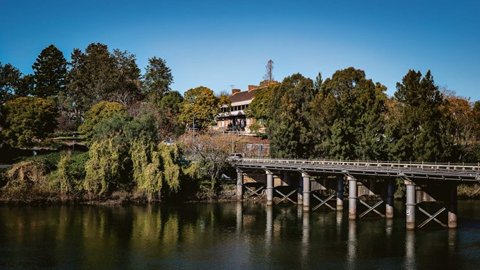 **North Richmond Bridge**<p> <p>From the square catch a glimpse of the Hawkesbury River, complete with a paddlewheel steamer moored upstream. In the early days of settlement the Hawkesbury linked the region to Sydney. Wheat, vegetables and fruit grown on the fertile river flats was sent downstream to Broken Bay and Sydney.<p>