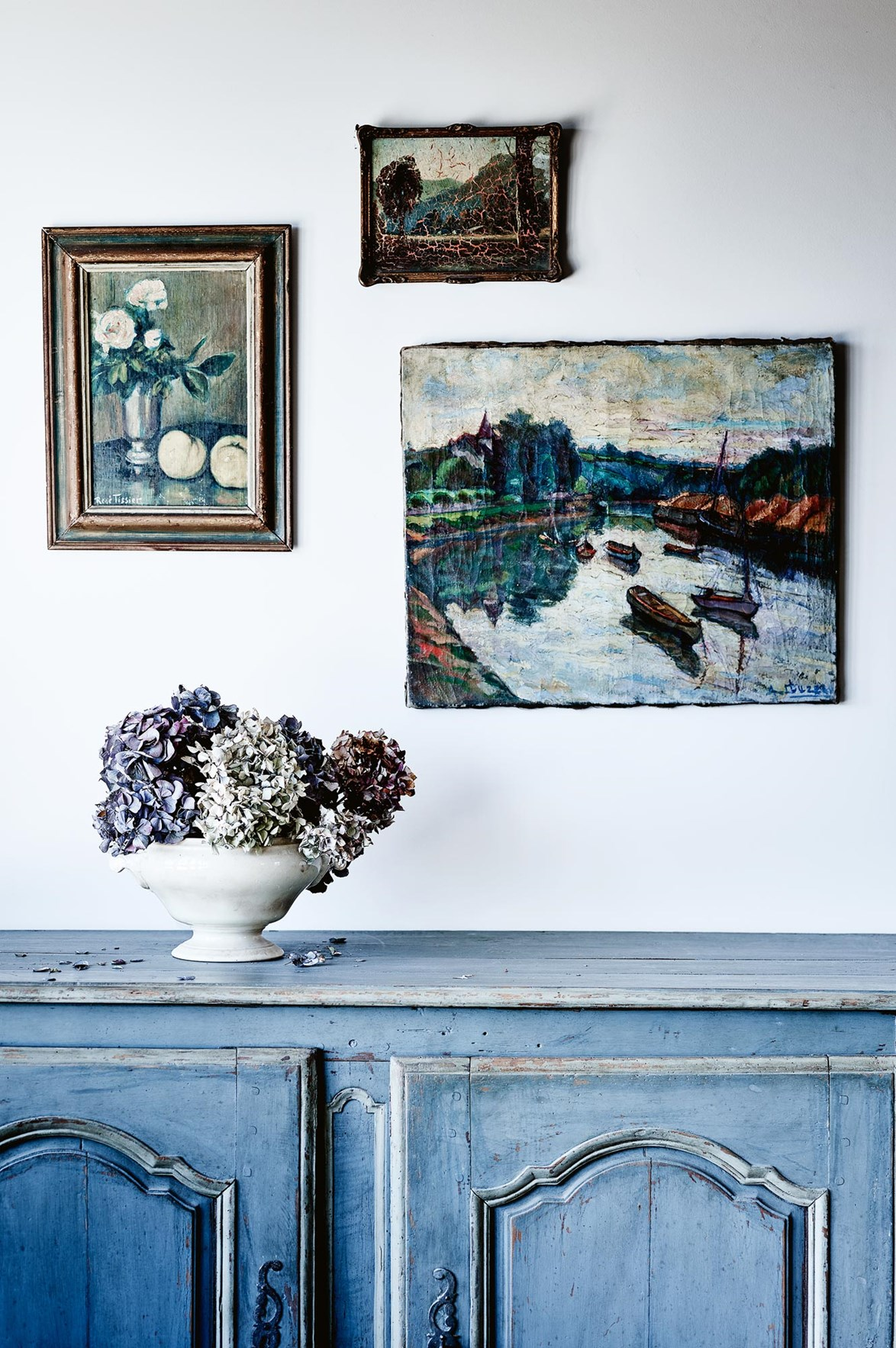 Hydrangeas take on a beautiful form when left to dry naturally. Here, the muted tones of violet, dusty pink and grey, mirror those in the artworks above.