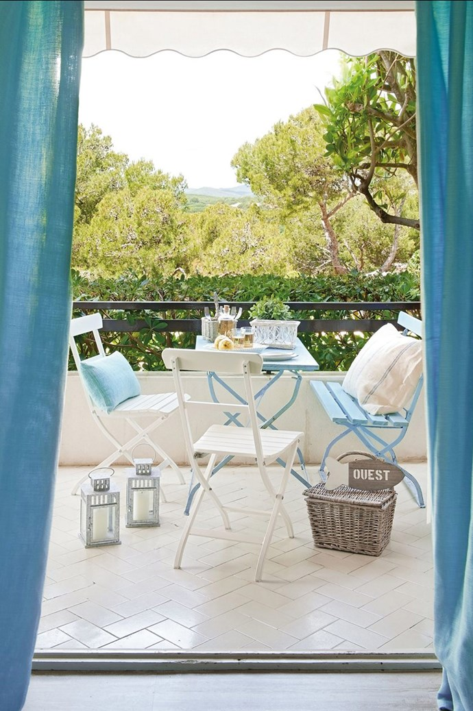 Choose furniture that can add bright colour accents. This table set marries blues and whites for an air of calm. Image courtesy of [El Mueble](http://www.elmueble.com/)