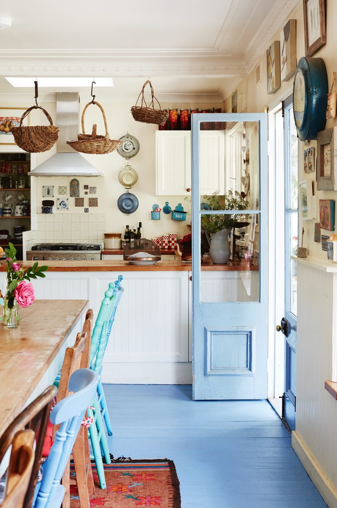 """[Kimbri Farm](http://www.homelife.com.au/country-style/artists-family-home-in-the-blue-mountains-becomes-a-creative-hub), the Blue Mountains creative hub run by artist Annie Heron, features a kitchen decked out in French blue paint and decorated with treasures scavenged from its homeowners' globetrotting. The space opens up to an idyllic landscape, with """"tall green grass moving in the wind, daffodils everywhere, views at every turn..."""" *Photo: Prue Ruscoe*"""