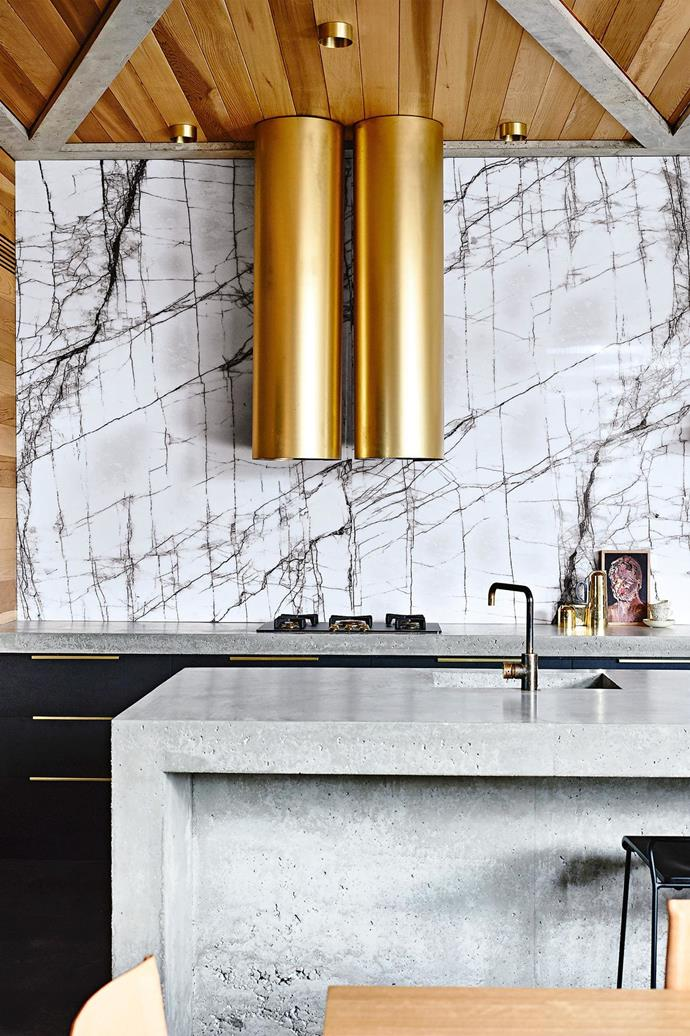"**STONE SPLASHBACK** <br><br>Stone this striking deserves to be a feature, and it's actually more visible as a [splashback](https://www.homestolove.com.au/kitchen-splashback-ideas-17258|target=""_blank"") than it is as a benchtop. If you're worried about using natural stone as your worktop, this vertical usage makes more sense, too. ""We chose to use island rangehoods paired with a strong splashback and no other overhead cupboards to keep the kitchen feeling open and generous,"" says architect Kate Fitzpatrick.<br><br>"