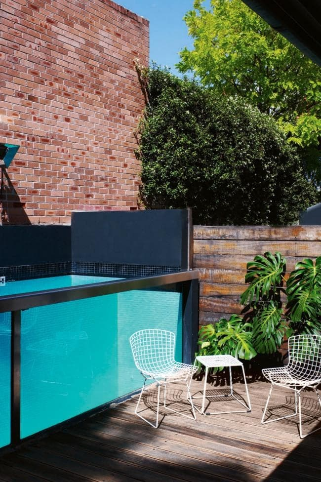 """Sea through Incorporating a glass wall is a great way to integrate your pool with an existing garden or entertaining space. It allows interaction between the people inside the pool and out. Tip: Tile colour becomes very important with a glass wall,"""" says Peter Fudge of [Peter Fudge Gardens](http://www.peterfudgegardens.com.au/). Consider using a light-coloured tile for clarity and to create an inviting aqua colour Photographer: Prue Ruscoe"""