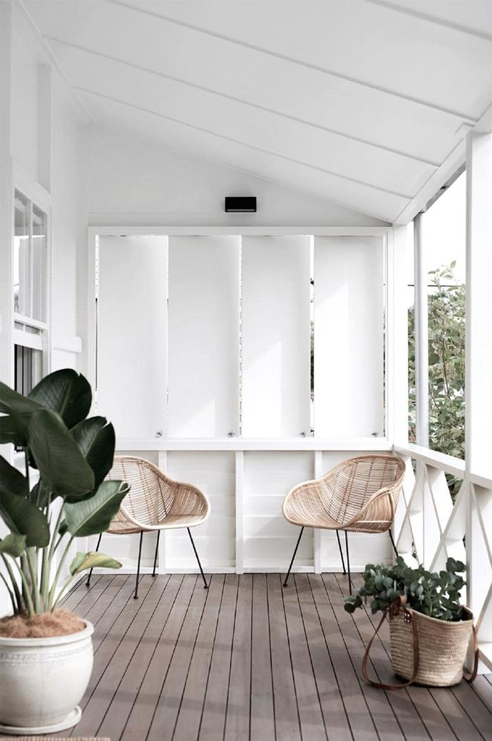 """The home's spaces hint at the tropical location without overworking a theme. The choice of verdant plants and [wicker-style rattan chairs](https://www.homestolove.com.au/15-best-rattan-chairs-13693