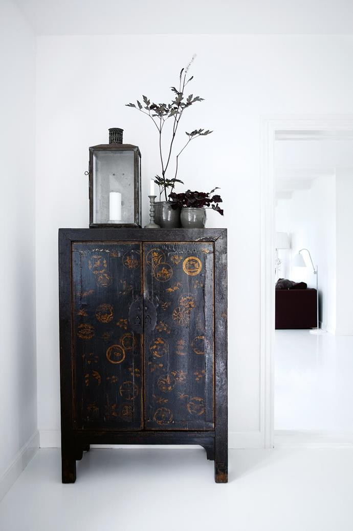 **The chinoiserie** OK, hands up everyone who's spent time living in Asia, or anyone lucky enough to have family heirlooms from overseas – this one's for you. The secret to making these pieces work is ensuring they stand alone. A room of Asian antiquities can tend towards 'museum', but a single hero piece can be a standout feature. Make sure large furniture items have room to breathe, too, especially if they have hand-applied inlay, carving or craftsmanship worthy of extra appreciation. _Photography by Birgitte Wolfgang of [Sisters Agency](http://sistersagency.com/)_. Photographer: Birgitte Wolfgang