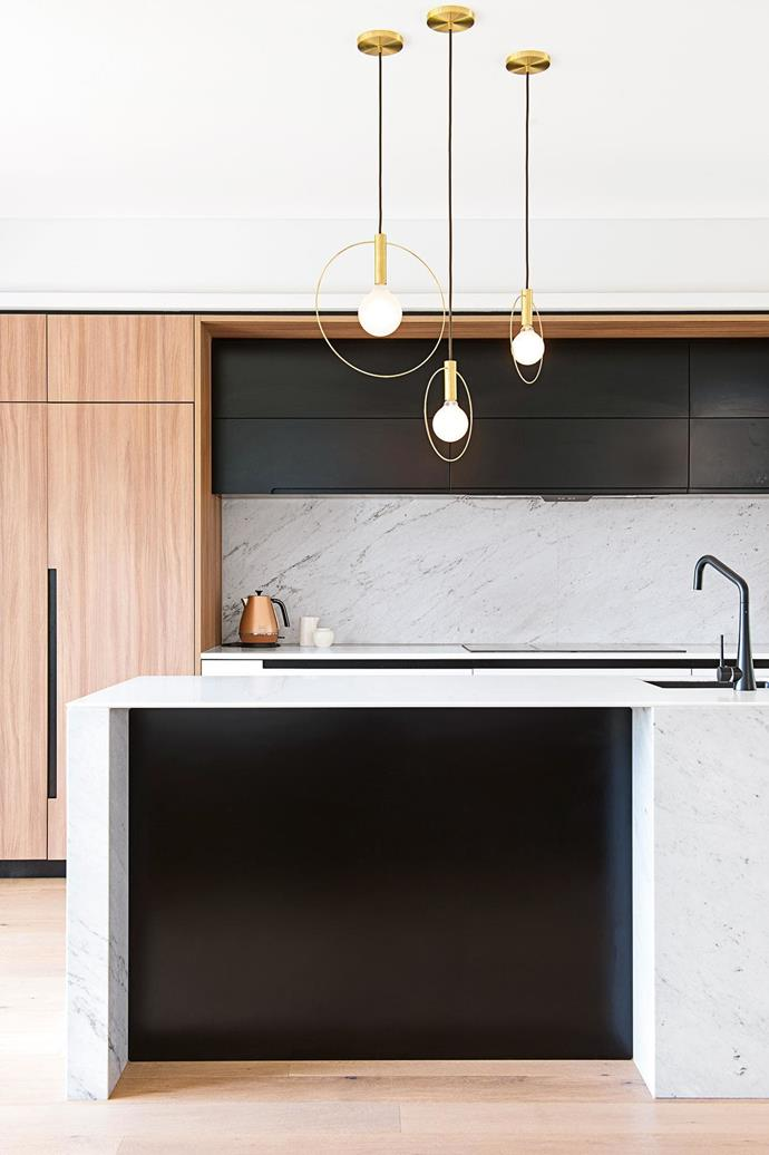 "**CLUSTERED LIGHTS**<br><br>Could our love affair with a uniform row of [pendant lights in the kitchen](https://www.homestolove.com.au/pendant-lights-kitchen-18092|target=""_blank"") be fading? For something a little more interesting, try a group clustered above your island bench's eat-in area to define this zone and create a natural focal point. Three's a good number, depending on their size and shape. These sculptural brass beauties come all the way from Brooklyn, courtesy of Ladies & Gentlemen Studio.<br><br>"