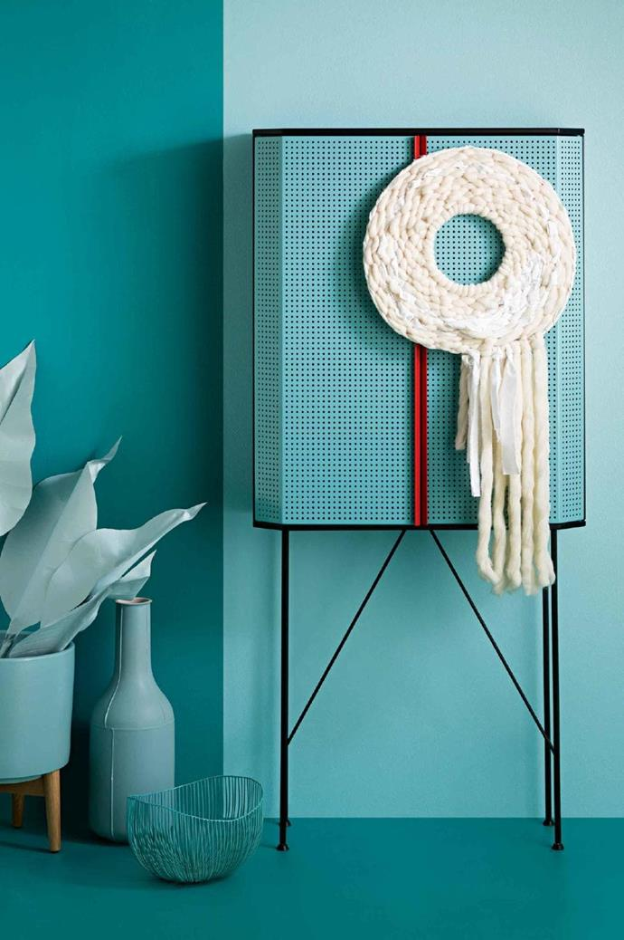 """BY Lisa Tilse, contemporary crafter & blogger, [We Are Scout](http://www.we-are-scout.com/): """"My idea was to create a contemporary woven wreath that's also a textural wall-hanging to be hung and enjoyed year-round. I used super-chunky wool, strips of fabric and embroidery thread to create my wreath. Tones of cream and pure white accentuate the textures, with a little surprise pop of bright pink in the warp threads. I wanted it to feel imperfect and obviously handmade. Something that's been crafted with love feels warm and heartfelt, which is what I think Christmas is all about"""" Photographer: Craig Wall, Stylist: Jessica Hanson"""