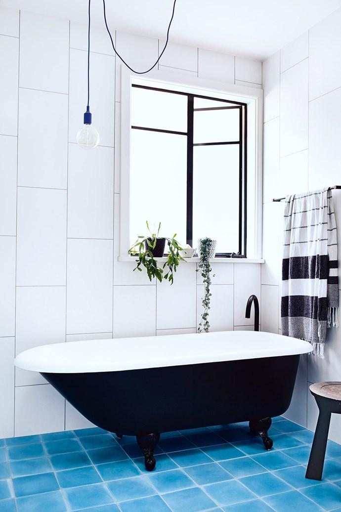 "[Petrol blue](https://www.homestolove.com.au/gallery-into-the-blue-2634|target=""_blank"") floor tiles make this bathroom feel cheery, fresh and bright. *Photo: Derek Swalwell*"