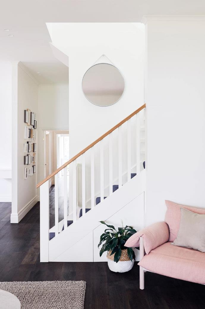 The owners wanted a functional space that took full advantage of every square centimetre. Clever rearrangement of the floor plan took every possible advantage of connections to the different rooms and surrounding landscapes.