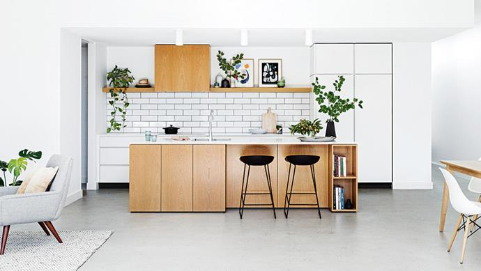 "Customising a chic modular kitchen has resulted in a chic [Scandi style kitchen](https://www.homestolove.com.au/see-a-minimalist-kitchen-with-simple-scandi-style-14782|target=""_blank"") and dining space in a Melbourne home that boasts practicality, as well as modern good looks. *Photo: Martina Gemmola*"