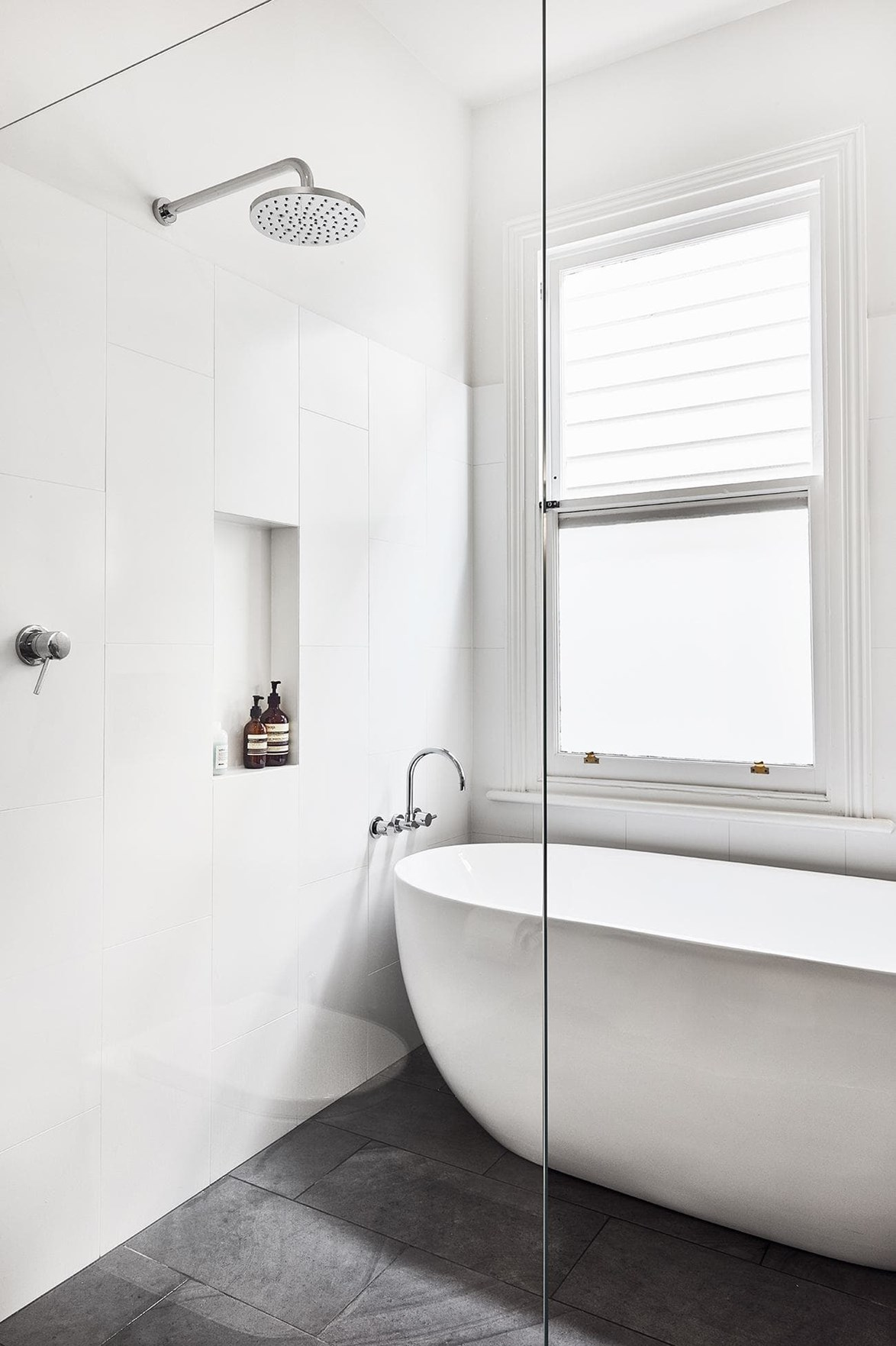 "Minimalist and fresh, this updated bathroom in an [Edwardian cottage](https://www.homestolove.com.au/this-edwardian-villa-underwent-a-big-change-despite-its-small-footprint-17854|target=""_blank"") now feels functional and spacious."