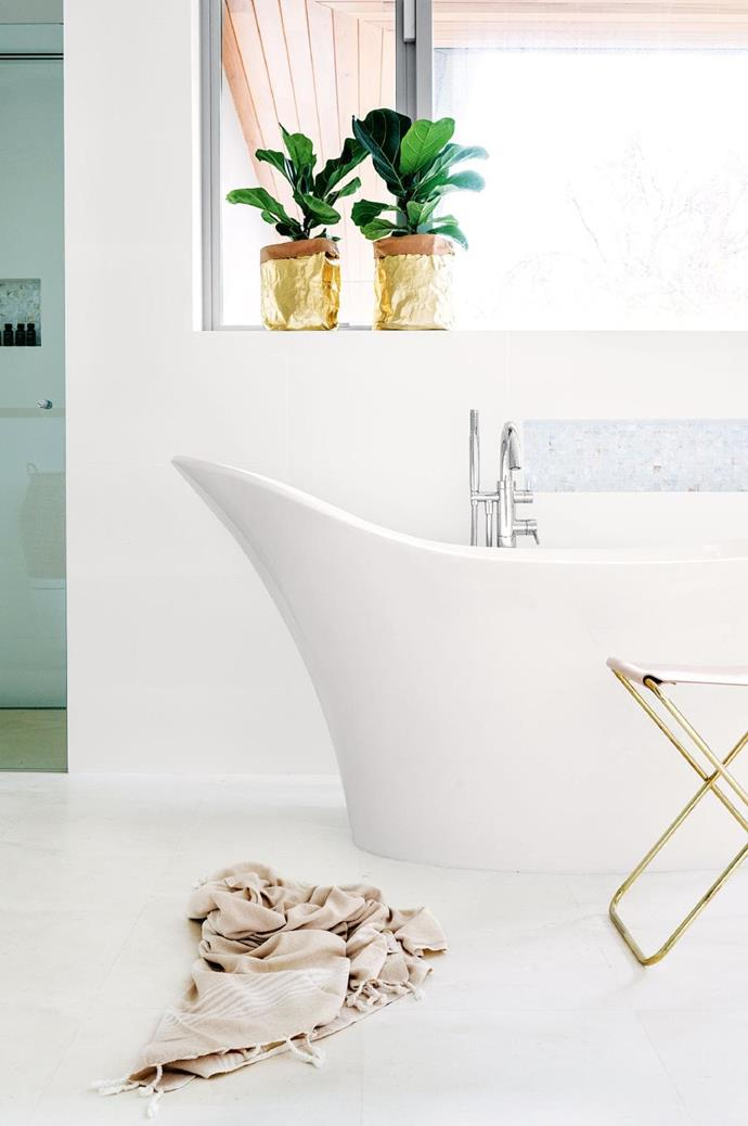 The Victoria + Albert bathtub gives this space a contemporary edge. *Photo: Brooke Holm / Stylist: Sophie Thé*