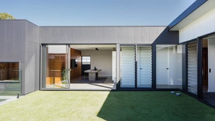 This north-facing private courtyard is designed so that the adjoining spaces of the house are reached by natural light.