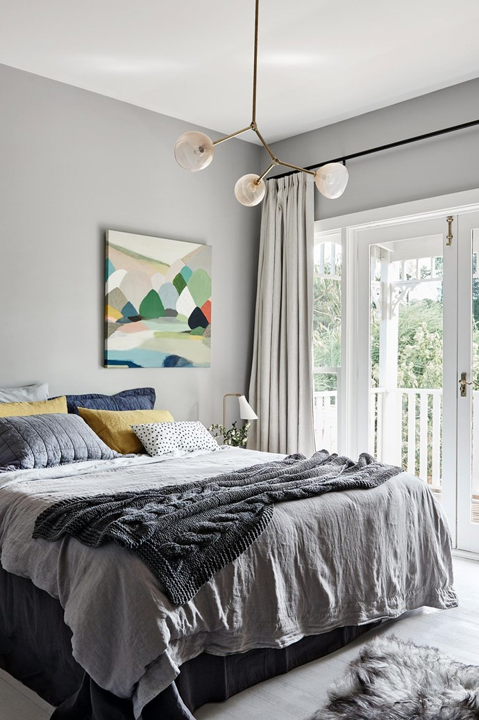 "**Off centre**This bright Belynda Henry artwork is hung to the side of the bed, doing away with traditional symmetry. An array of cushions and bedlinen works to avoid an overly fussy look. *Design: [Suzanne Cunningham](http://www.onegirlinteriors.com.au/|target=""_blank""