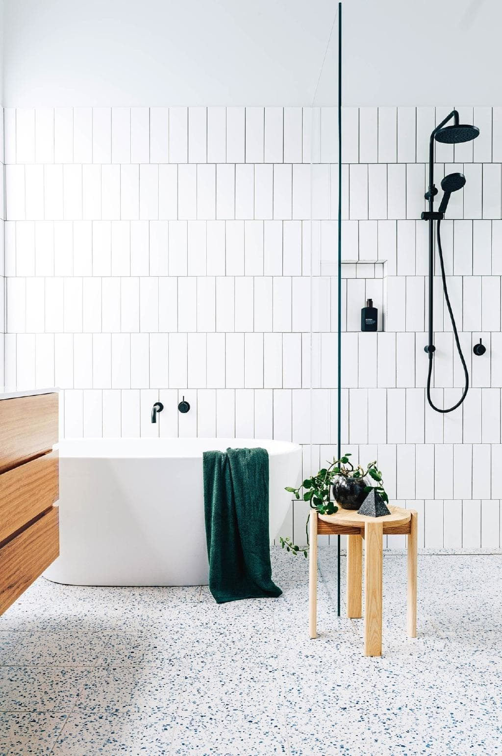 "Smart, functional and stylish, this [renovated bathroom](https://www.homestolove.com.au/step-inside-a-bathroom-built-with-smart-and-functional-elements-18458|target=""_blank"") has it all! *Photo: Lauren Bamford / Styling: Kati Bottomley and Esme Parker / Story: Inside Out*"