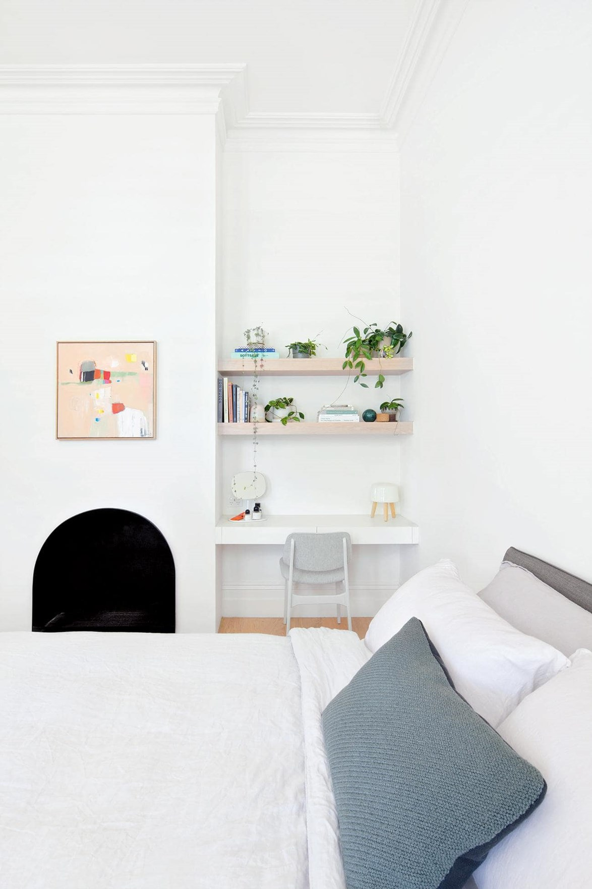 "Tucked away in the corner of this all-white bedroom, this clutter-free [study nook](https://www.homestolove.com.au/12-creative-ways-to-create-a-study-nook-in-your-home-17963|target=""_blank"") sparks *a lot* of joy. *Photo:* Lisbeth Grosmann"